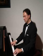 Ângelo Martino ao Piano