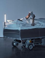 Two Roaming Beds de Carsten Höller